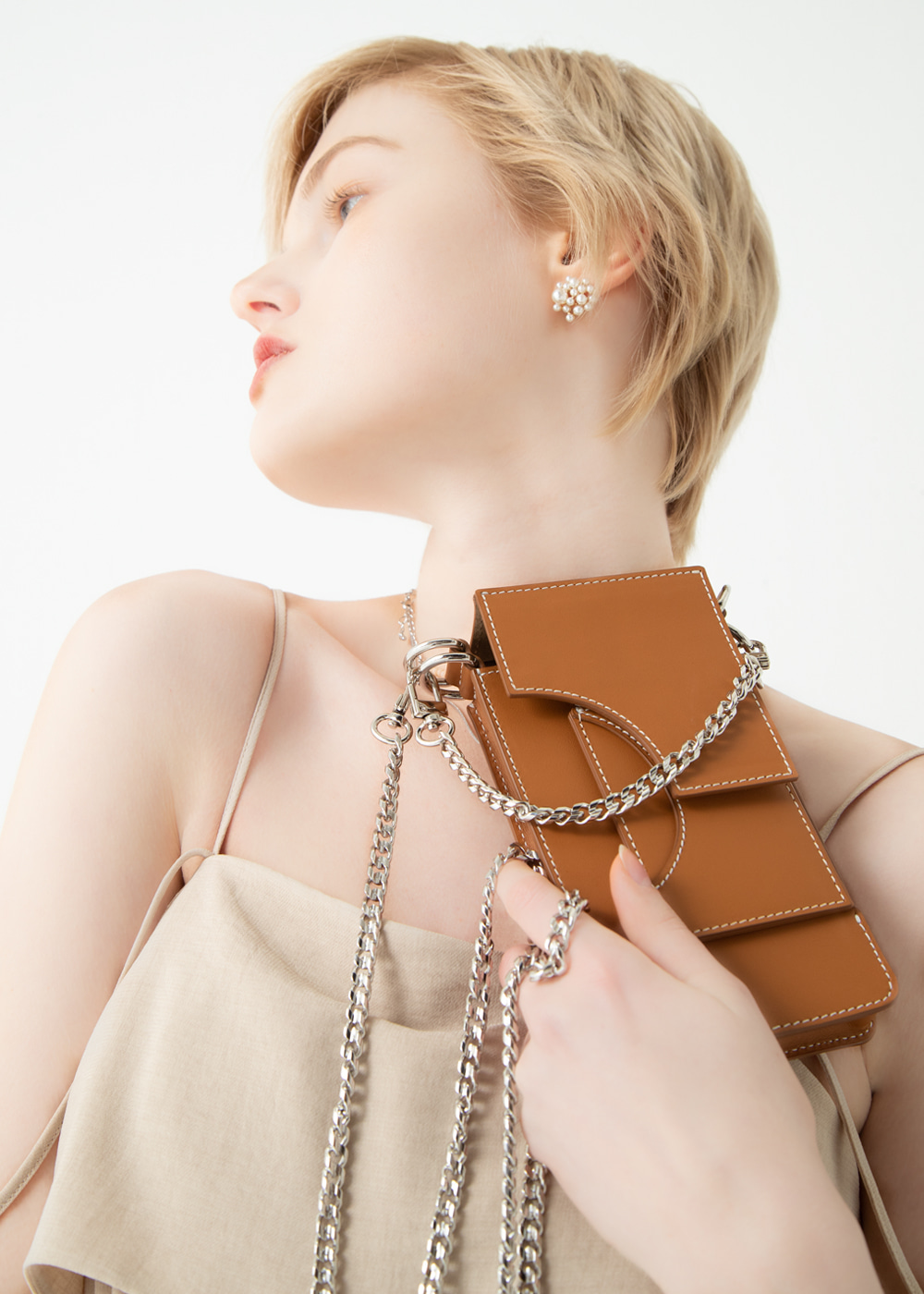 SMALL LEATHER CUT OUT BAG CAMEL