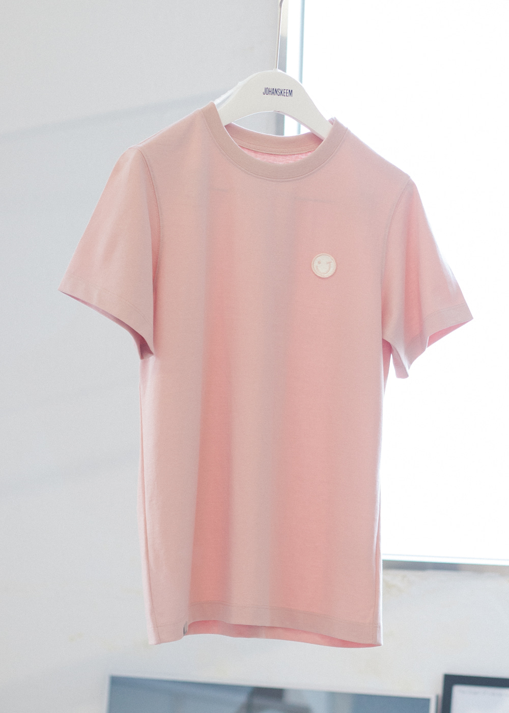 [Perfume of JOHANSKEEM] PINK SMILE EMBROIDERY T-SHIRT